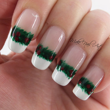 Christmas Garland nail art by Make Nail Art