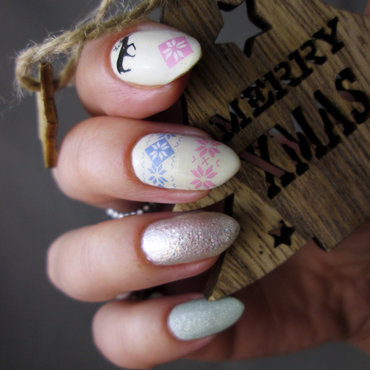 Winter manicure nail art by Yenotek