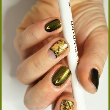 A little bit of gold nail art by ELIZA OK-W