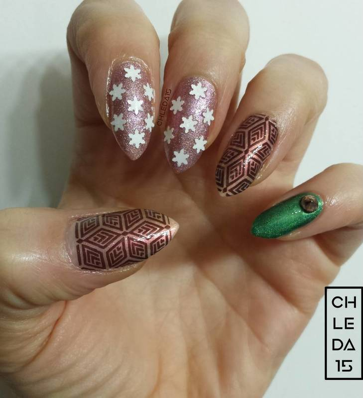 Sparkle Snowflake Style nail art by chleda15