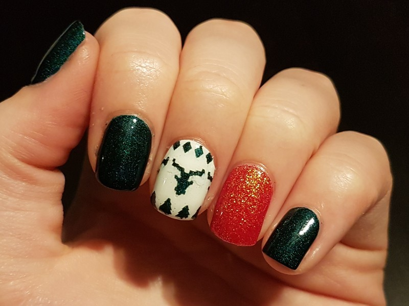 Christmas Nails With An Ugly Sweater Accent Nail Nail Art By Emmelie