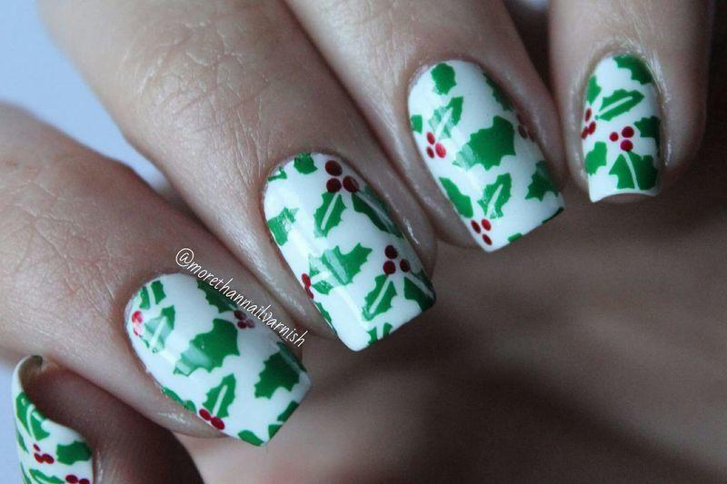 Holly Nail Art nail art by Reelika