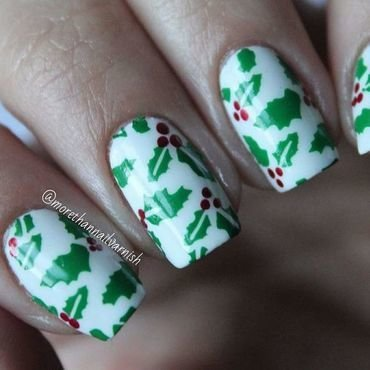 Holly Nail Art nail art by Reelika