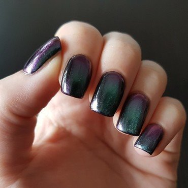 BOW polish Gravity Swatch by Emmelie Slotboom