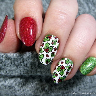 Holly nail art by Nail Crazinesss