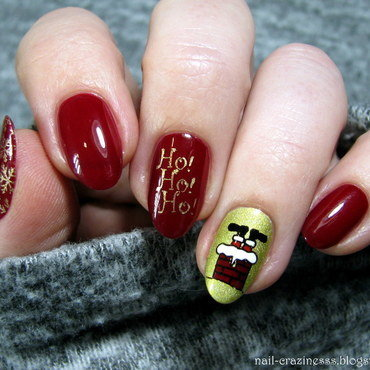 Santa in the chimney nail art by Nail Crazinesss