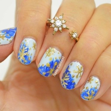 Golden Freehand Snowflakes nail art by NailsContext