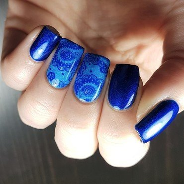 Blue paisleys for blue monday nail art by Emmelie Slotboom