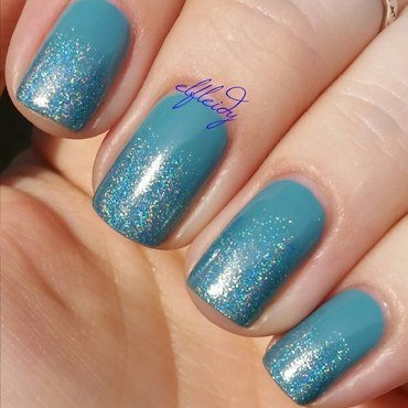 Gradient nail art by Jenette Maitland-Tomblin