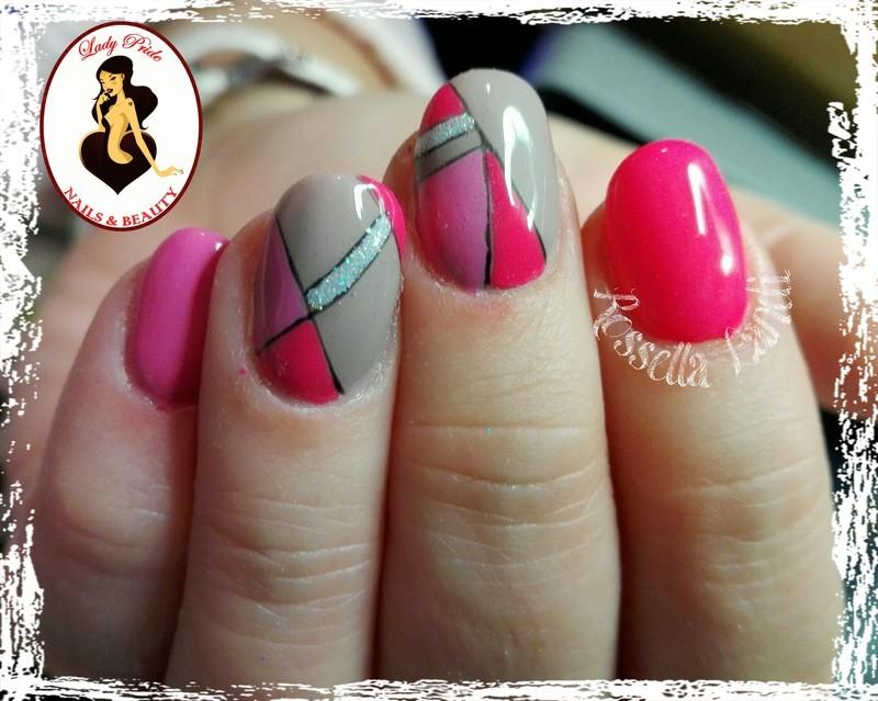 Geometric nail art by Rossella Landi