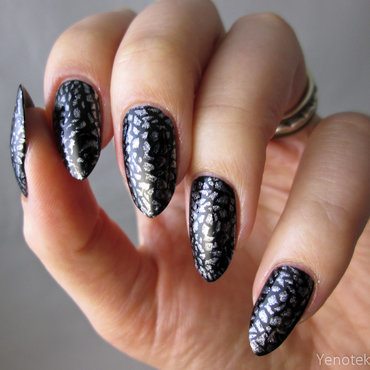 silver stamping nail art by Yenotek