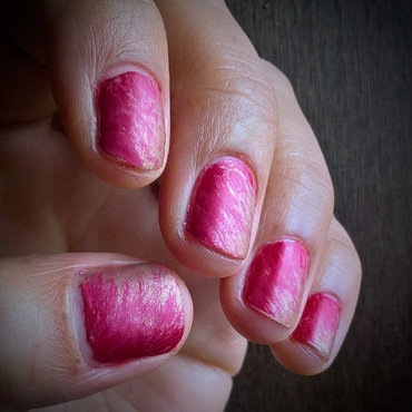 Red, Hot Pink and Gold #fanbrushfriday nail art by Avesur Europa