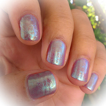 Mermaid Powder on Regular Polish nail art by Avesur Europa