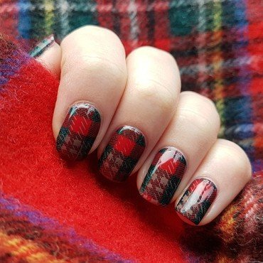Scottish plaid nails nail art by Emmelie Slotboom