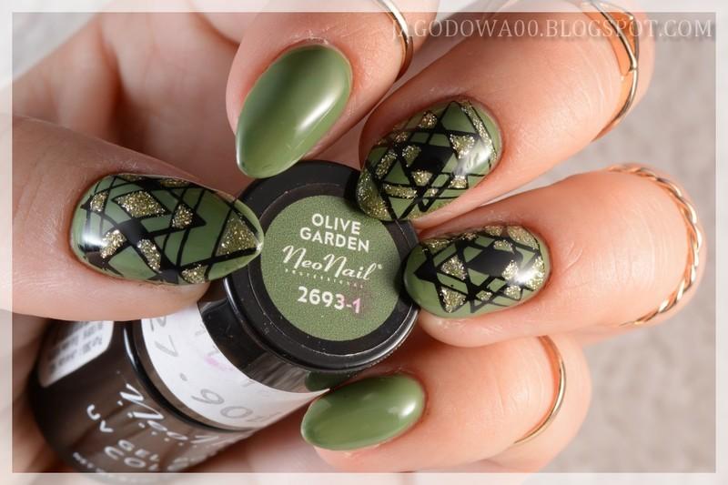 Green geometry nail art by Jadwiga