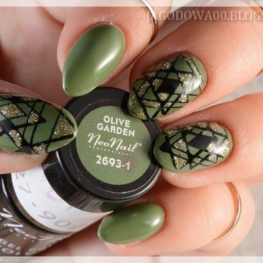 Green geometry nail art by Jadwiga