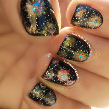 Crackers nail art by Nailfame