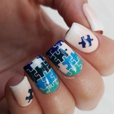 Puzzle pieces on a French gradient nail art by Emmelie Slotboom
