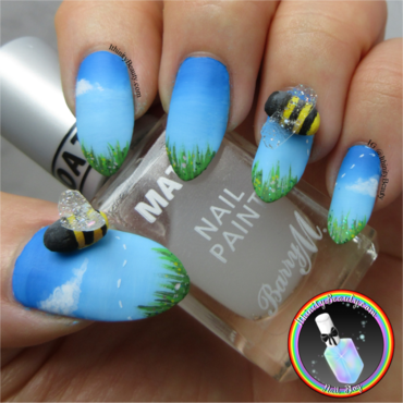3D Bumble Bees nail art by Ithfifi Williams