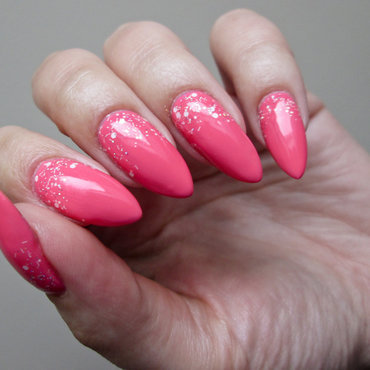 pink with glitter nail art by Yenotek