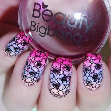 Beautiful nails with flowers from Beauty Bigbang nail art by beautynailpolish