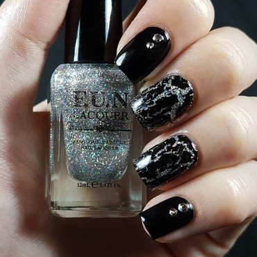Cracking top coat and rhinestones nail art by Emmelie Slotboom