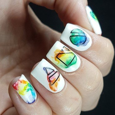 Minimalistic rainbow watercolor nail art by Emmelie Slotboom