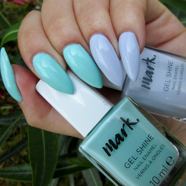 Avon Mark Gel Shine Mint to Be and Avon Mark Gel Shine Rain Washed Swatch by Yenotek