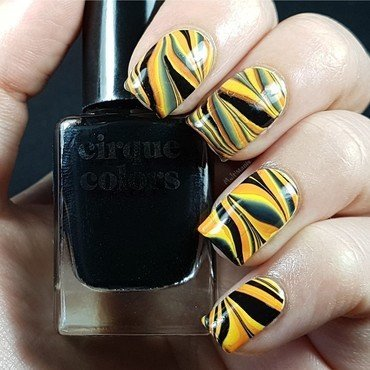 Water marble with yellow, orange and black nail art by Emmelie Slotboom