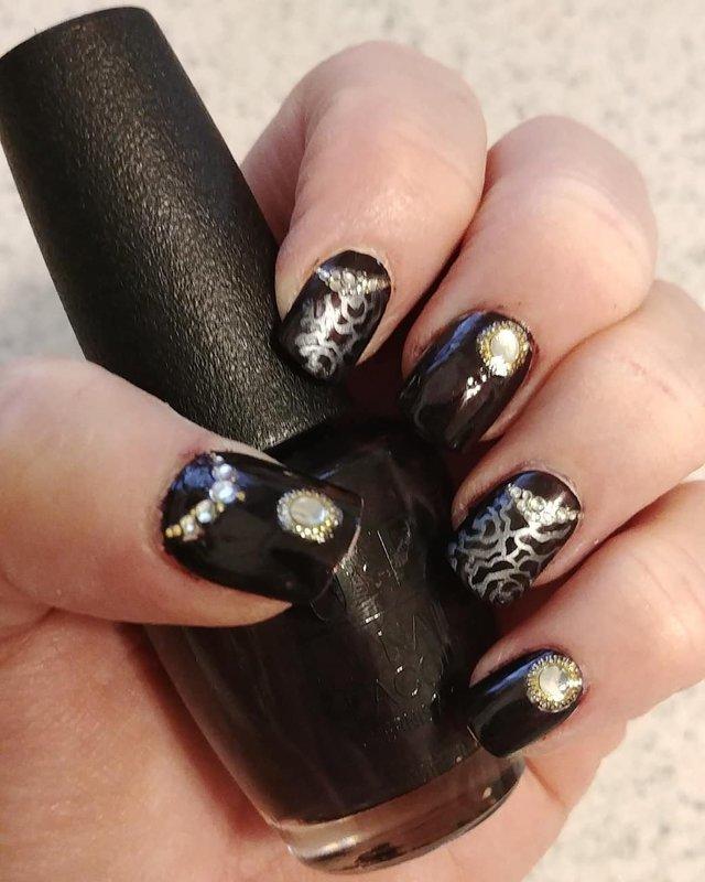Dark Purple Delight nail art by Jill Thompson