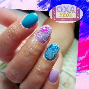 Gel flower nail art by Rossella Landi