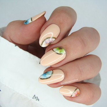 Delicate flowers nail art by Nail Crazinesss
