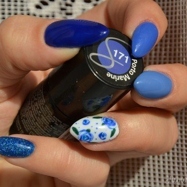 Blue roses nail art by Jadwiga
