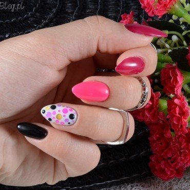 Dots nail art by Jadwiga