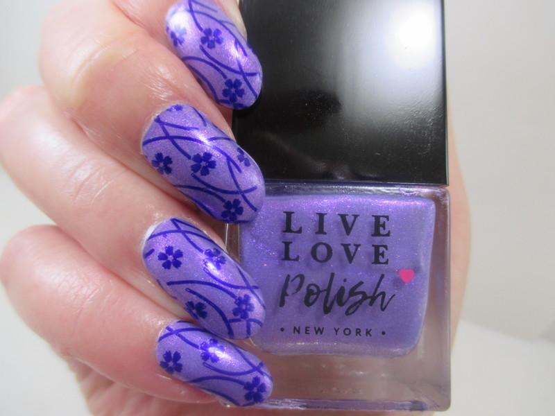 Delicate Flowers nail art by NinaB