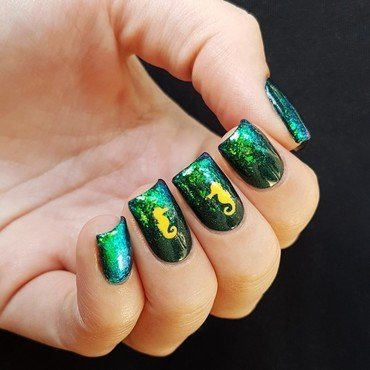 Seahorses nail art by Emmelie Slotboom