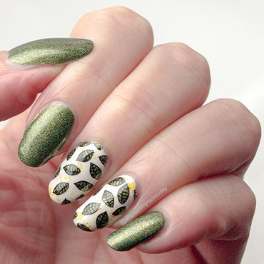 Leaves manicure nail art by What's on my nails today?