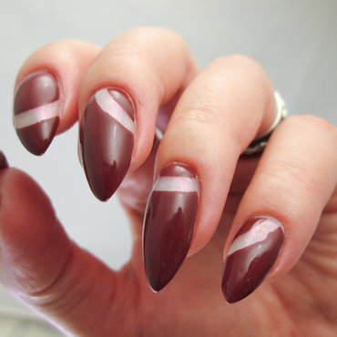 Negative space nail art by Yenotek