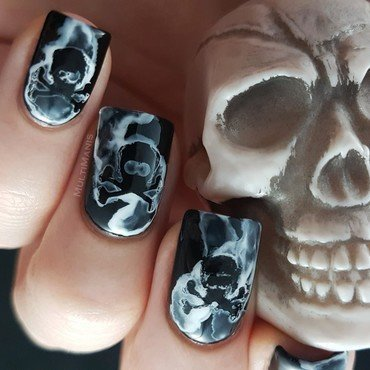 Smoking skulls nail art by Emmelie Slotboom