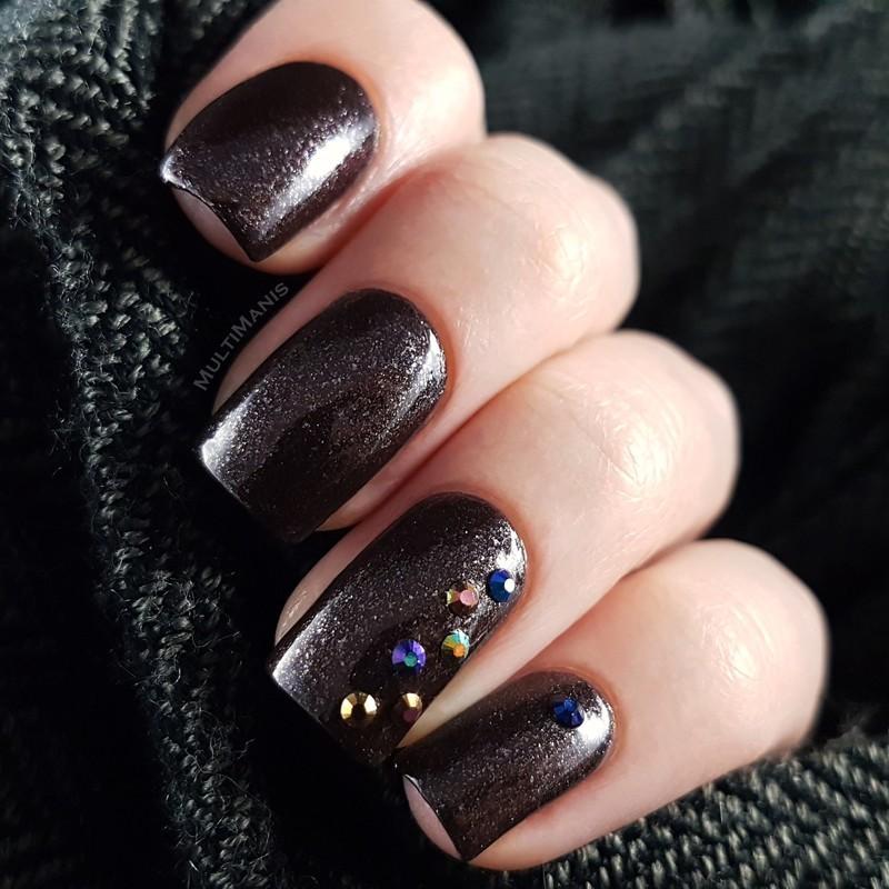 Multichrome rhinestones nail art by Emmelie Slotboom