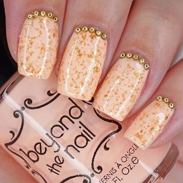 Electric Gold Flake Nails nail art by Maddy S