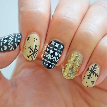 Christmas Sweater Nails  nail art by NailsContext