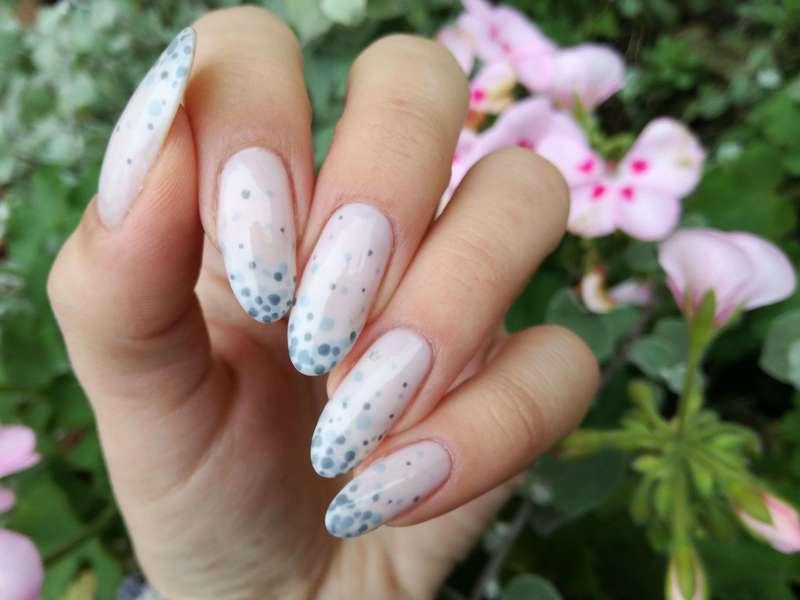 Paznokcie w groszki nail art by MaliNaila