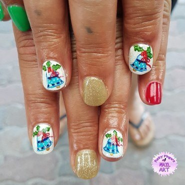 Christmas bells nail art by Funky fingers nail art