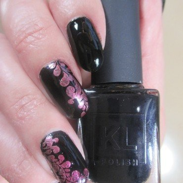 Black & Chrome nail art by NinaB