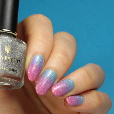 Gradient with holo topper nail art by Kerry_Fingertips