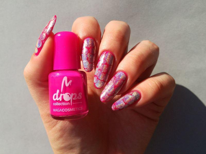 Paznokcie neonowe - różowe z efektem holo nail art by MaliNaila