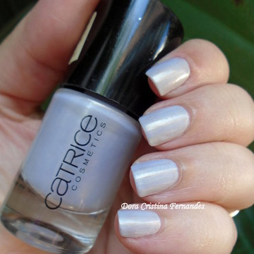 Catrice Lilactric Swatch by Dora Cristina Fernandes