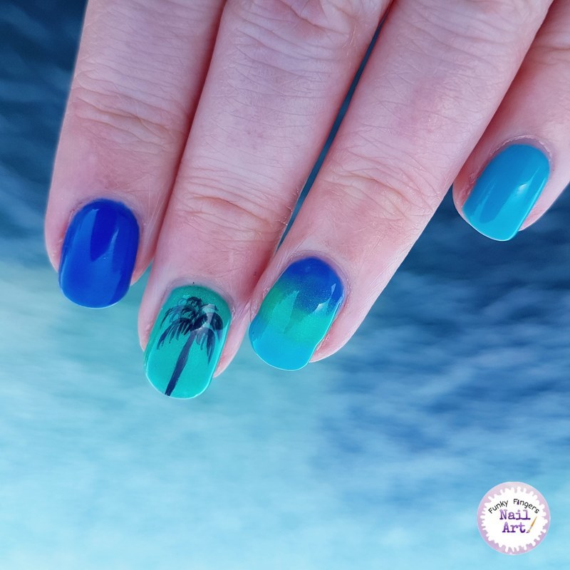 Holiday nails nail art by Funky fingers nail art