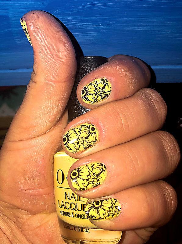 DAISY nail art by FRANCESCA SPORTELLA